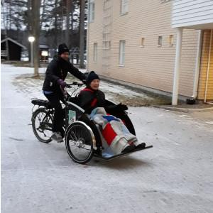 Asiakas pyörän kyydissä kuva